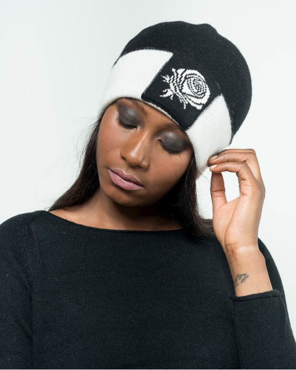Black cap with cuff